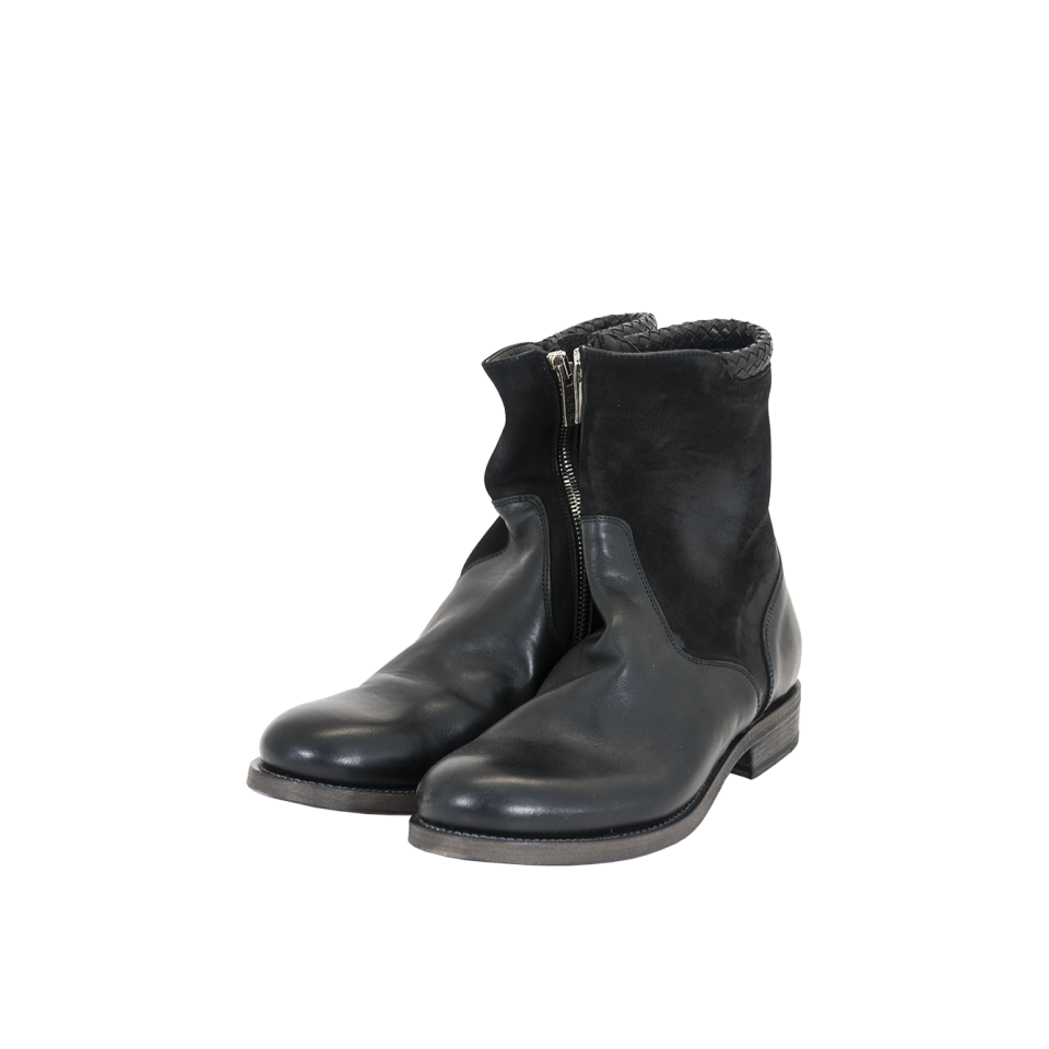 shoe socket lightweight boot with zip